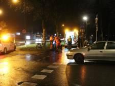 Scooterrijder gewond afgevoerd naar ziekenhuis na aanrijding in Apeldoorn