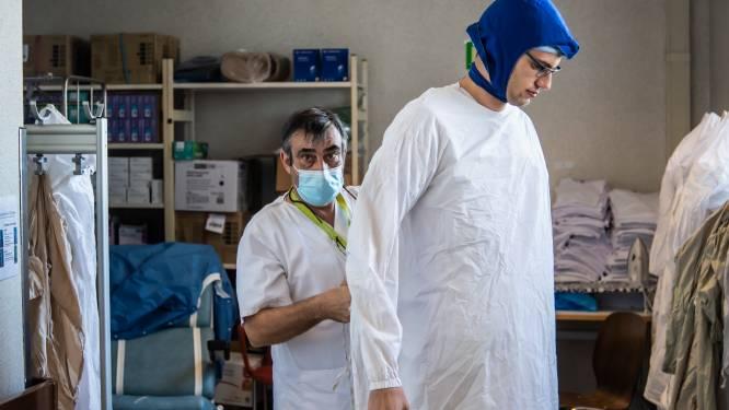 """Een blik achter de schermen van corona-afdeling OLV-ziekenhuis: """"Verschil met eerste golf? We weren familie niet meer, het is menselijker nu"""""""