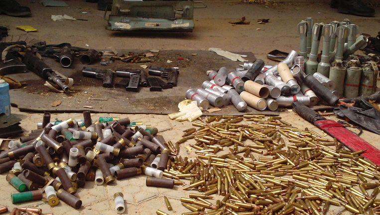 Munitie van Boko Haram, vorig jaar ontdekt door de politie in Nigeria. Beeld AP