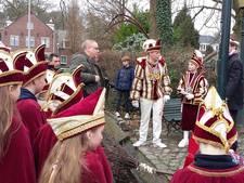 Heks in Beek door prins gehesen als aftrap carnaval