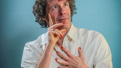 """Dirk Draulans (61) heeft """"een groot bakkes"""", maar is wél vrouwvriendelijk: """"Op één seksfeest ben ik geweest. Degoutant"""""""