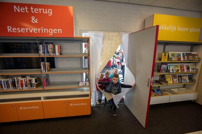 De opening van de nieuwe bibliotheekpunt in Aarle-Rixtel in 2016.
