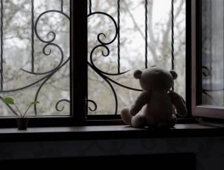 """Zestiger riskeert zes jaar cel voor seksueel misbruik kleindochter van partner: """"Het veranderde mijn levenslustige dochter in een afstandelijk meisje"""""""