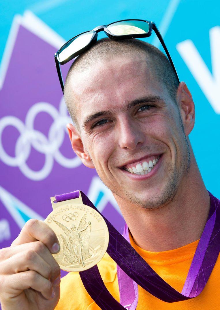 Met zijn gouden medaille van de Spelen in Londen. Beeld null