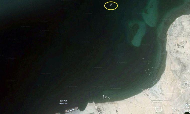 Experts beschrijven de gestrande tanker, zo'n vijftig kilometer voor de kust van Ras Isa, als een drijvende bom.