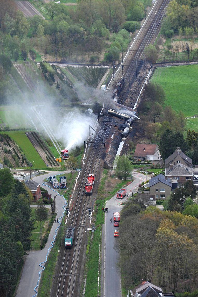 De ontspoorde trein met giftig product.