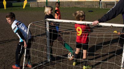 """Lange wachtrijen voor Gentse voetballertjes: """"Zo sla je een droom aan diggelen"""""""