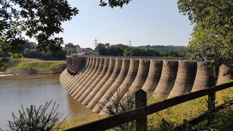 Een dam in de Sélune in Normandië die op de nominatie staat te worden gesloopt. Beeld Iwan Hoving