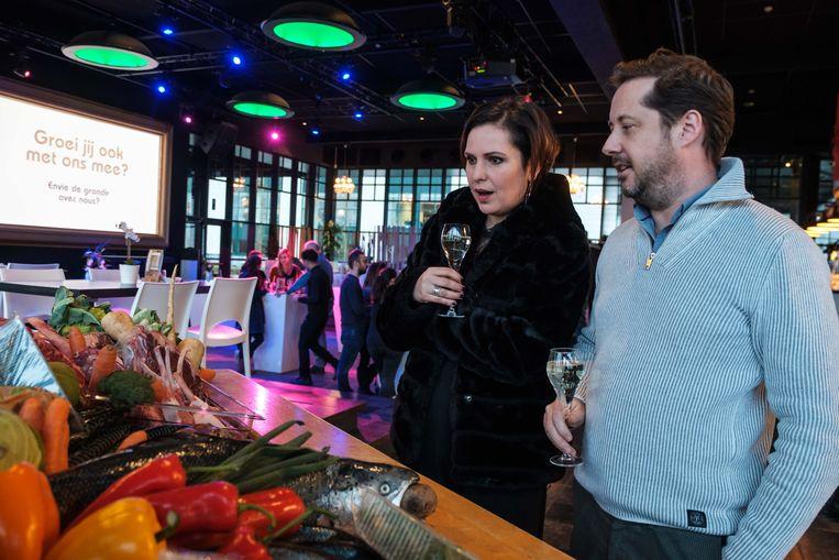 Ook de cast en crew van Familie met actrice Caroline Maes (Mieke Van den Bossche) vierden vrijdagavond mee.