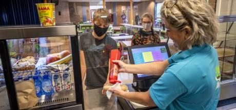 Panini's, Turkse pizza's en broodjes zalm om scholieren in Warnsveld bij supermarkt weg te houden