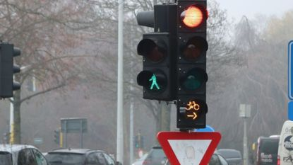 Fietsers mogen binnenkort door rood op drukke kruispunten Pirroen in Kortrijk en Molecule in Vichte