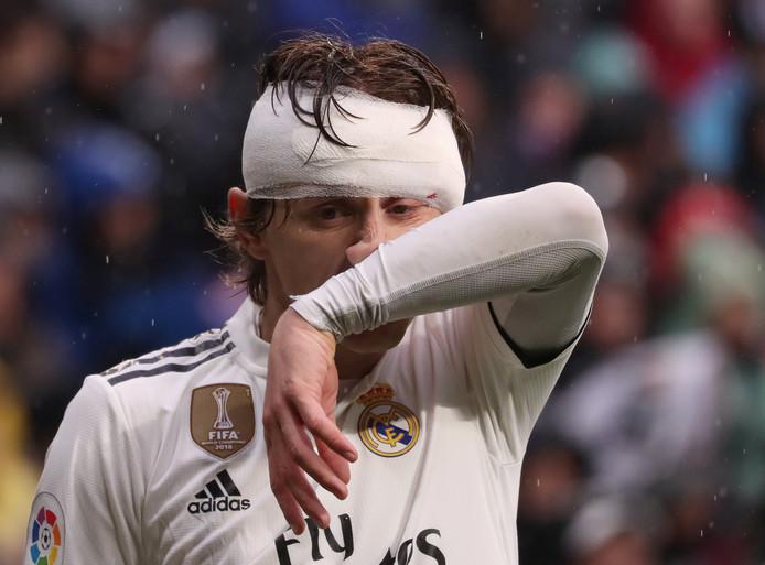 Luka Modric speelde vanwege een hoofdwond met een tulband.