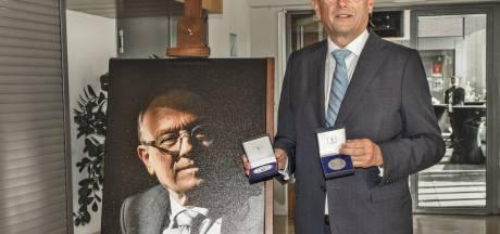 Oud-burgemeester Jan Boelhouwer van Gilze en Rijen gefêteerd  met Brabants lintje en ereburgerschap