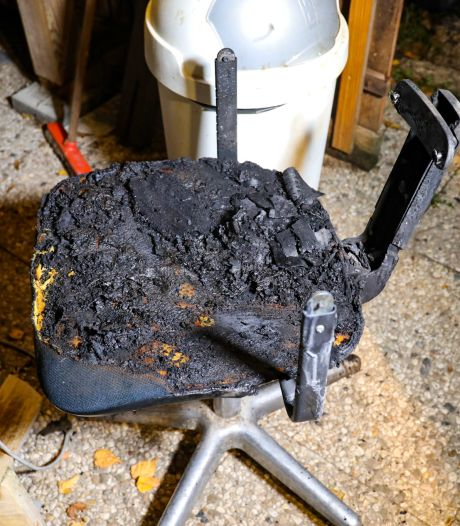 Roel uit Tonden druk met verbouwing vanwege dakbrand, maar zet per ongeluk bijna zelf woning in lichterlaaie