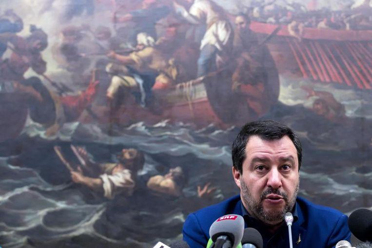 De Italiaanse vicepremier Matteo Salvini geeft in Rome een toelichting op de verkiezingsuitslag. In tegenstelling tot coalitiepartner Vijfsterrenbeweging scoorde zijn partij, Lega, uitstekend bij de lokale verkiezingen. Beeld EPA
