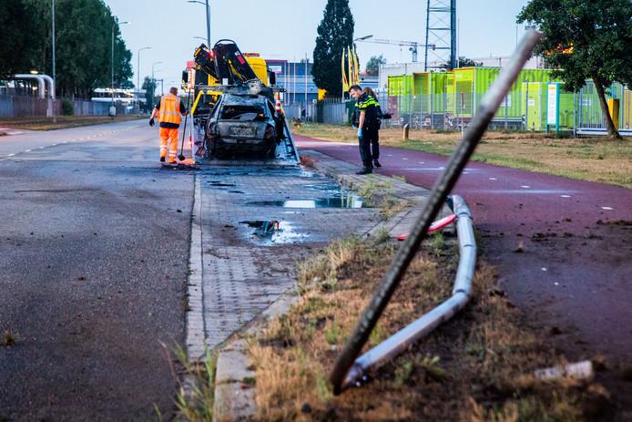 De bestuurder botste op een lantaarnpaal, waarbij zijn auto vermoedelijk werd gelanceerd.