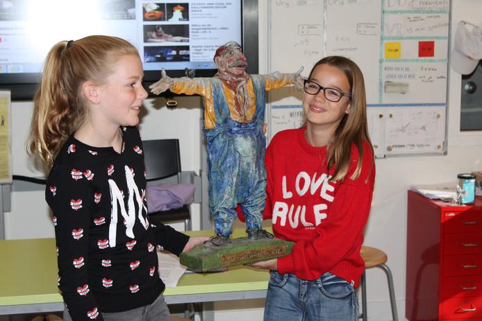 Laura Picokrie en Margriet Hurkmans hebben de schrijfwedstrijd van Oisterwijk Schrijft Cultuur gewonnen.