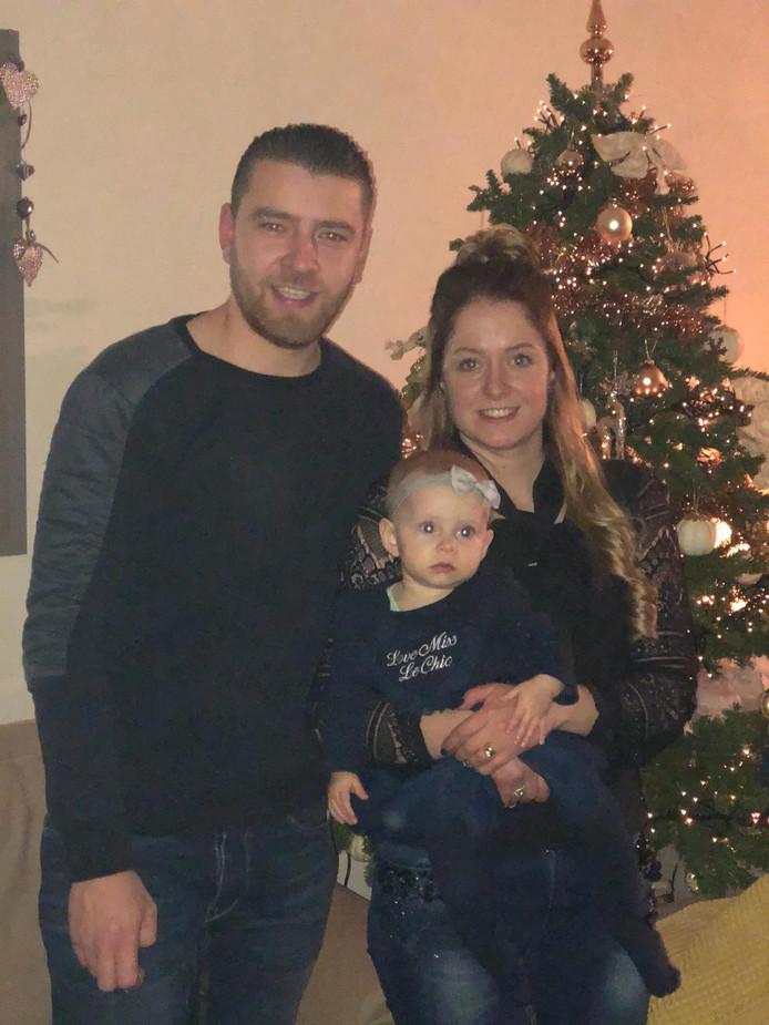 Joey en Sharida met hun dochter Delisha (1)