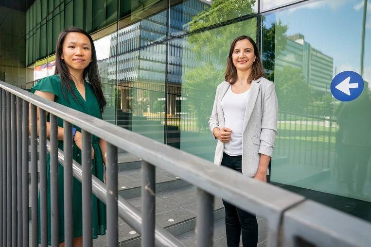 Deniz Ikiz Kaya (rechts) en Michelle Chong (links) zijn twee van de ruim veertig vrouwelijke wetenschappers die de TU/e afgelopen jaar heeft kunnen aannemen. Beeld Maikel Samuels