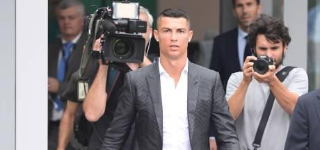 Honderden Juve-fans juichen Ronaldo toe voor medische keuring