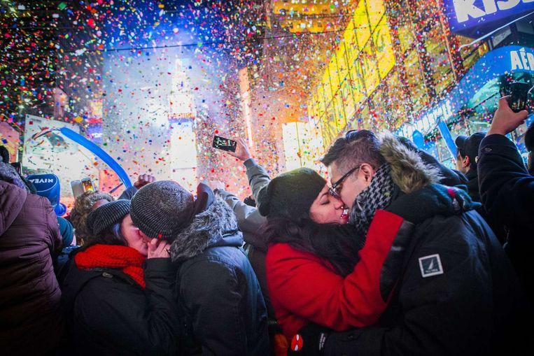 Confetti en vuurwerk op Times Square, New York Beeld Christopher Gregory
