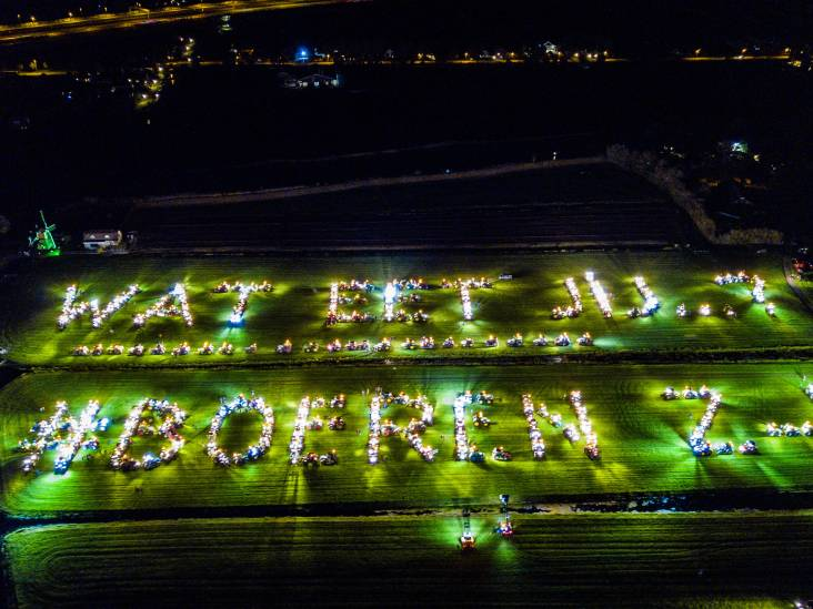 Honderden boeren maken oversteek naar Hoogmade voor lichtshow: 'Hopen de burger te bereiken'