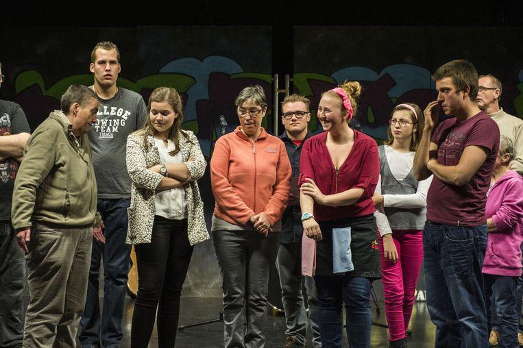 De acteurs van Gewoon Anders brengen een heel jaar lang het komische drama 'Vermist'.