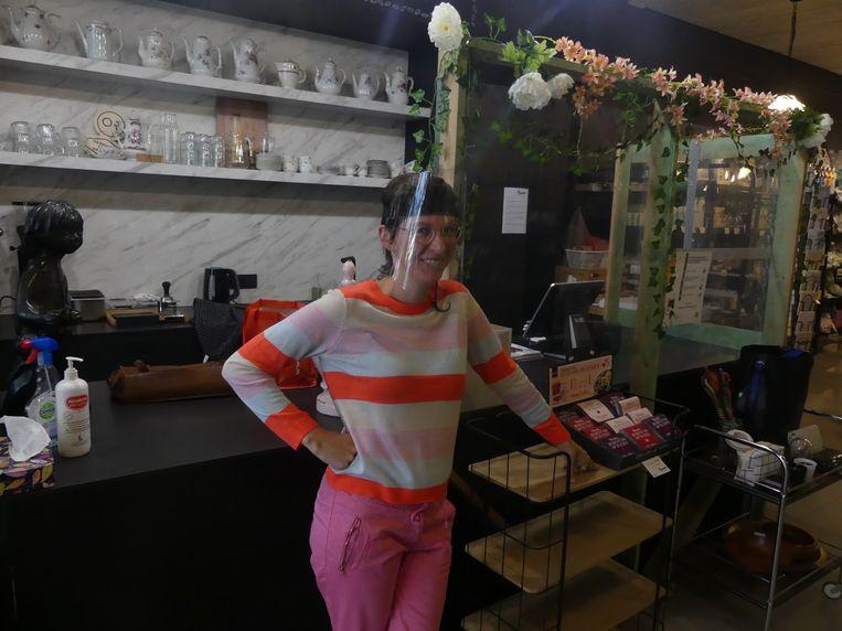 Angelique Deserranno in haar winkel Braavo.