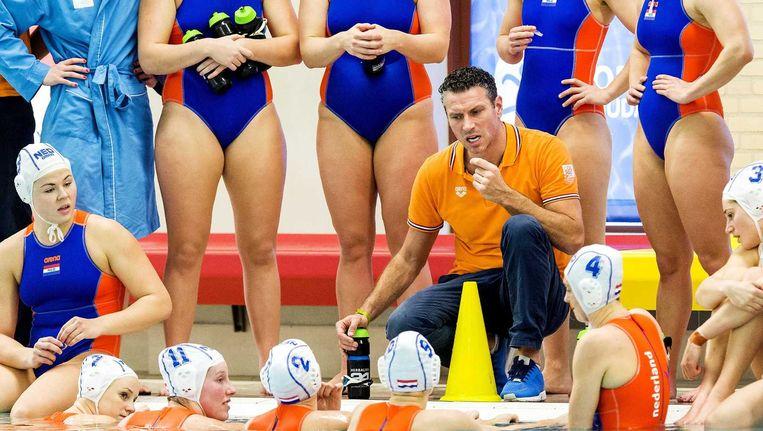 Bondscoach Arno Havenga van het Nederlandse waterpolo damesteam. Beeld anp