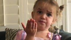 """VIRAL3: """"De leerkracht is raar, de kinderen zijn gek"""": tweejarig meisje vertelt over haar eerste schooldag"""
