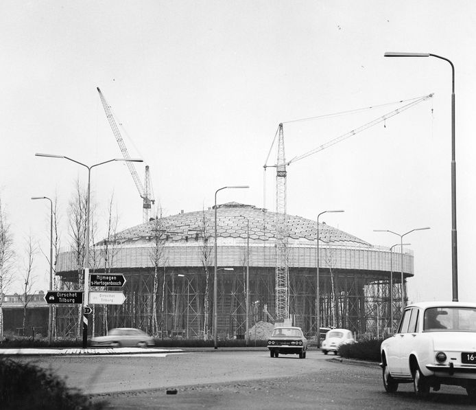 Het Evoluon in Eindhoven in aanbouw in 1966. Foto Philips Company Archives