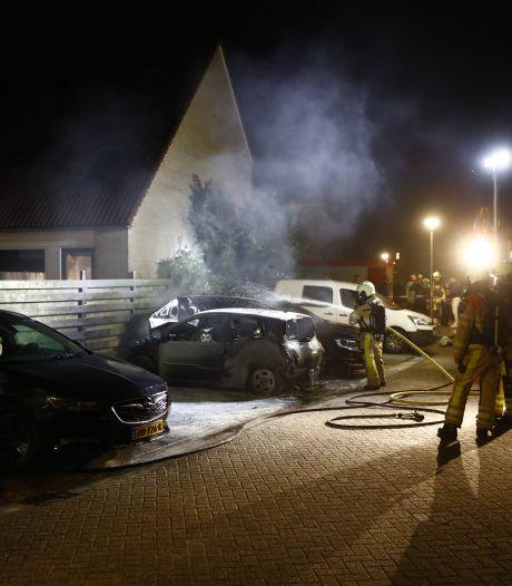 Politie hoopt op camerabeelden brandstichting auto Zwolle