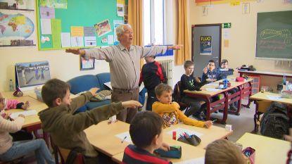 Schrijnend lerarentekort: oud-directeur (73) terug voor de klas