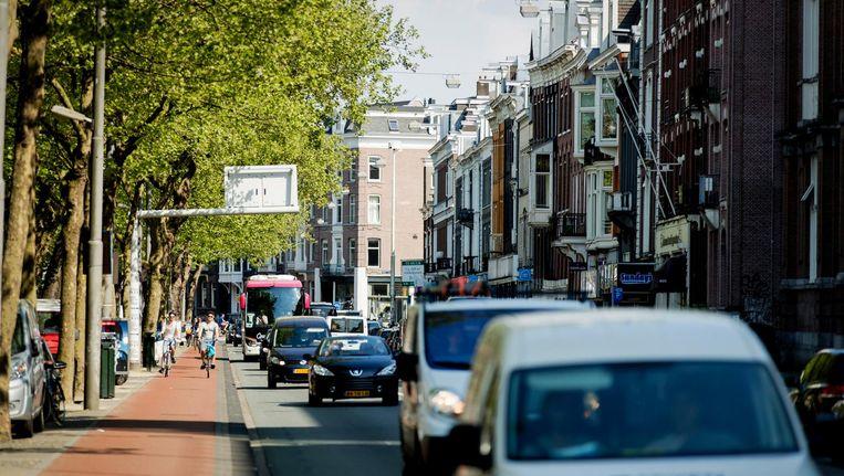 De Stadhouderskade is een van de vier straten in Amsterdam waar de lucht te veel NO2 bevat. Beeld anp