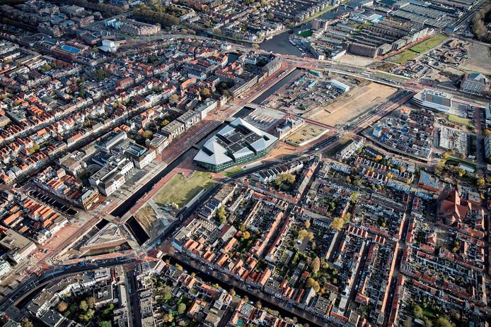 Een luchtfoto van de Spoorzone in Delft.