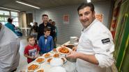 IN BEELD: Peppe Giacomazza maakt pasta voor 200 leerlingen De Wissel