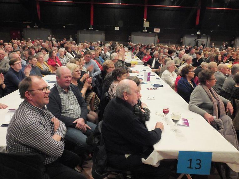 De senioren van Deinze genieten met volle teugen van hun seniorenfeest in de Brielpoort.