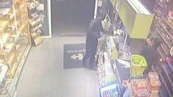 Straffe beelden uit Turnhout: gewapende overvaller klopt winkelbediende schedelbreuk met machete