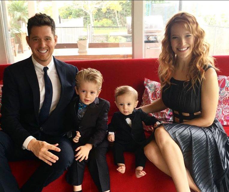 Michael Bublé, vrouw Luisana Lopilato en zoontjes Noah en Elias.