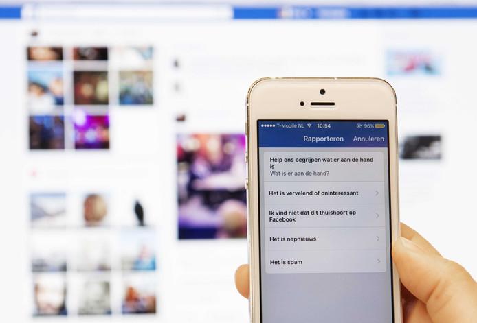 Facebook biedt de mogelijkheid nepnieuws te rapporteren met een speciale knop.