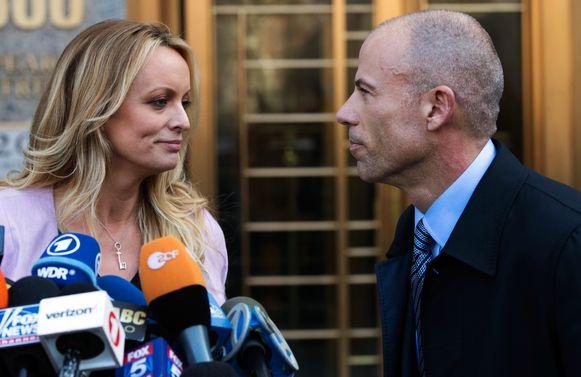Stormy Daniels met haar advocaat, Michael Avenatti.