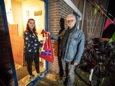 Hulpsinterklazen delen Sint-boxen uit aan arme gezinnen in Losser, Oldenzaal en Dinkelland