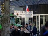 Boeren trakteren D66-leider Rob Jetten op luid getoeter in Diepenheim