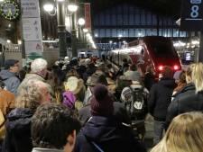 """Le ton monte au 11e jour de grève: """"On ne peut pas priver les Français de Noël"""""""