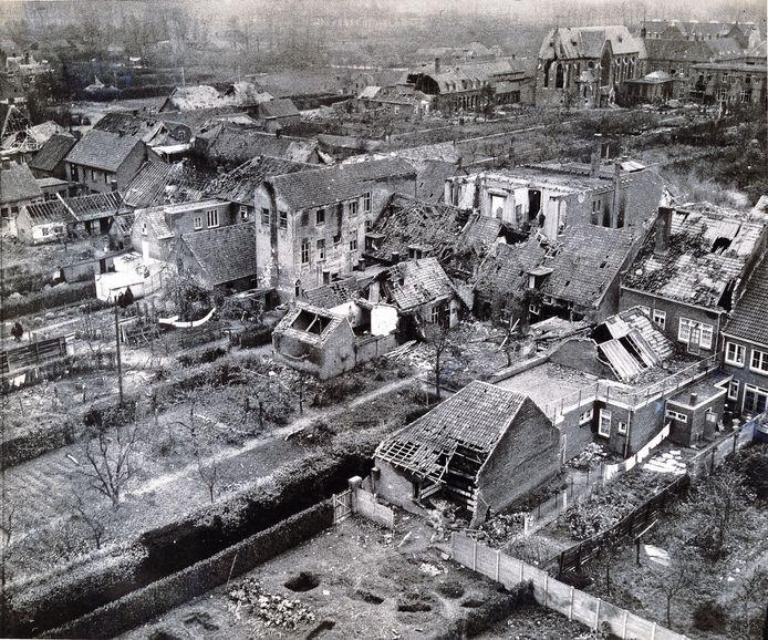 Het centrum van Schijndel was na de granaatweken in september en oktober 1944 totaal verwoest. Deze foto van de huidige Markt is genomen vanuit de kerktoren.