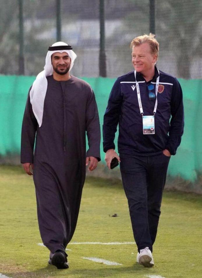 Mark Wotte (rechts) op het trainingscomplex van voetbalclub Al-Wahda.