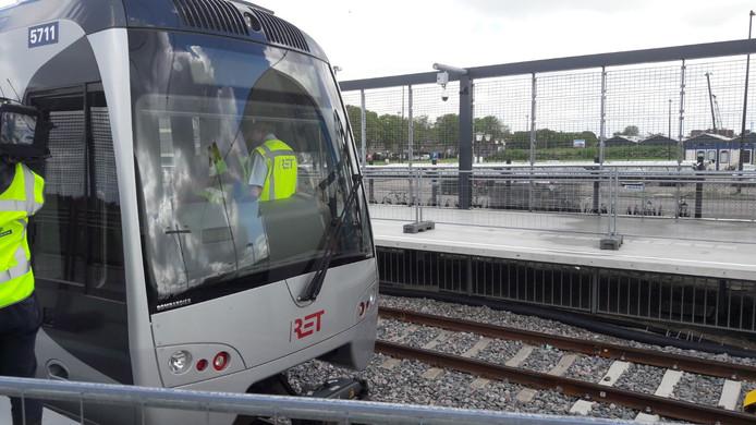 Eerste testrit van de metro over de Hoekse Lijn
