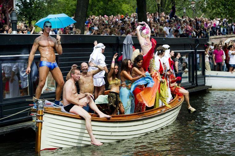 Uitbundige deelnemers aan de jaarlijkse botenparade van de Gay Pride in 2011. Beeld ANP