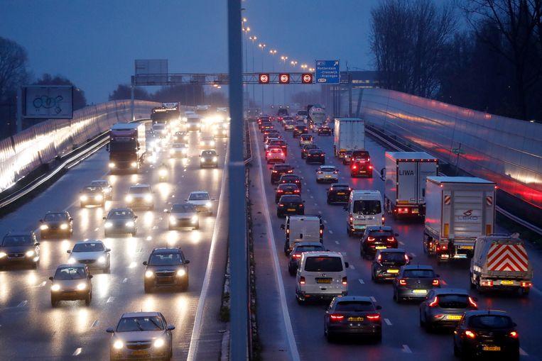 In het precoronatijdperk: auto's staan op de A20 in de file tijdens een drukke ochtendspits. Beeld ANP