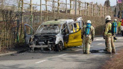 Auto Wegen & Verkeer brandt uit